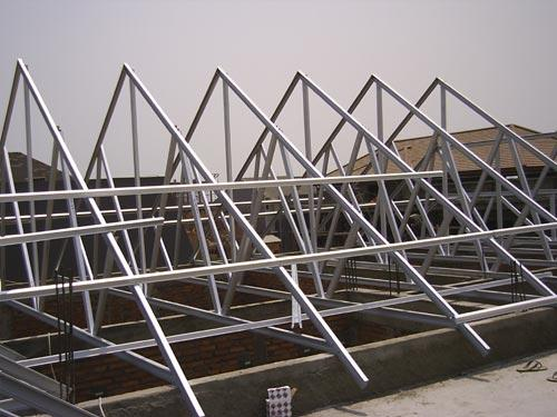 Gambar 1. Pemasangan Rangka Atap Kuda- Kuda