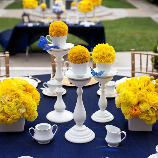 decoracao azul royal e amarelo casamento:Royal Blue and Yellow Wedding Centerpieces