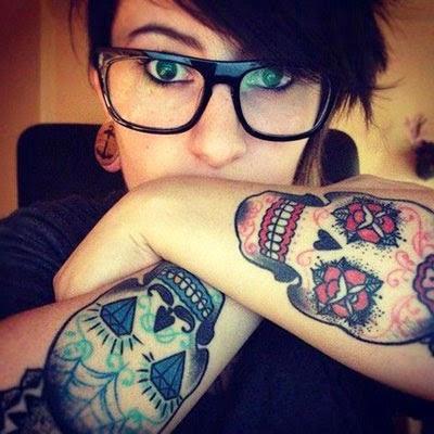Fotos de mulheres com tatuagem de caveira mexicana
