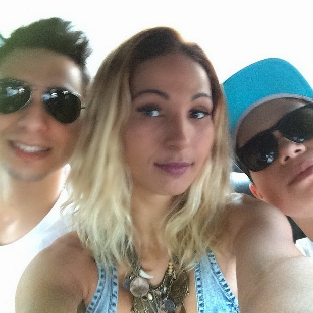 Valesca popozuda poses for selfie with boyfriend and son