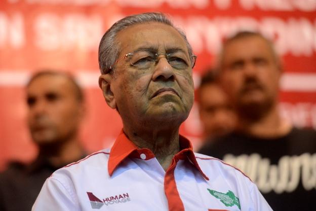 Peguam negara jadi hakim, pendakwa bersihkan Najib, kata Tun Mahathir