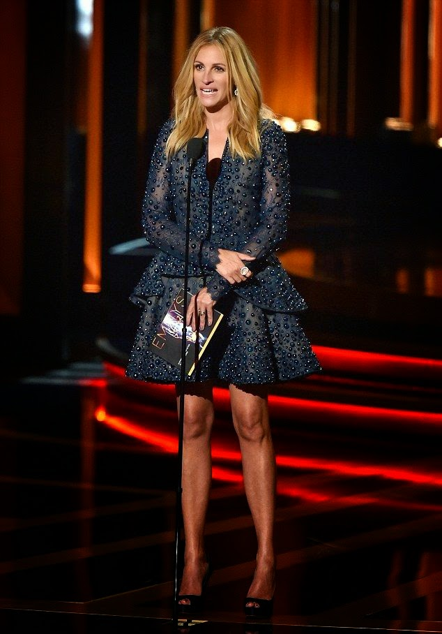 She's the biggest star, so it's no surprise that Julia Roberts was the one of the first on the red carpet at Emmy Award in Los Angeles on Monday, August 25, 2014.