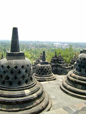 Candi Borobudur, Borobudur stupas, perforated stupas