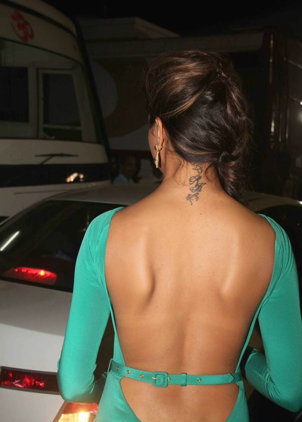 Deepika padukone backless wallpaper1 - Deepika Padukone Hot Backless Tatto Wallpapers