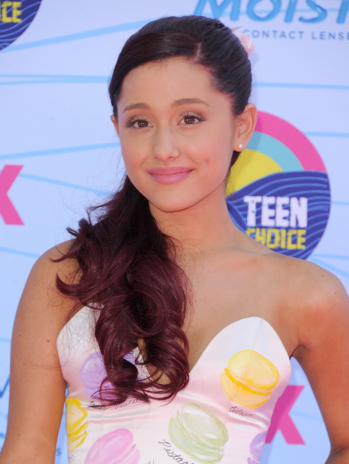 http://2.bp.blogspot.com/-h1ORWt5qHN4/UA0EGnRke_I/AAAAAAAAPG4/kveQ2SvTHLs/s1600/Ariana+Grande+Cleavage+at+the+14th+Annual+Teen+Choice+Awards+in+Universal+City+July+22,+2012+3.jpg