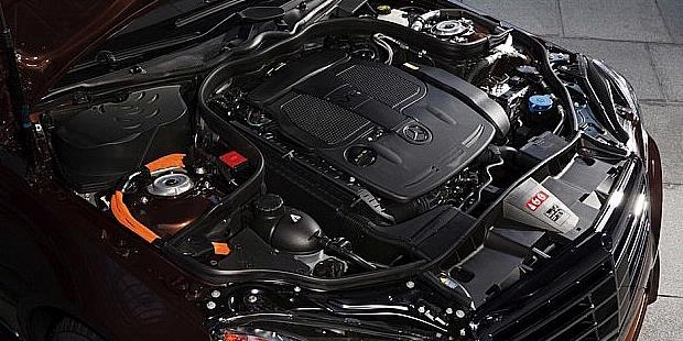 Mercedes-Benz E400 Hybrid engine view