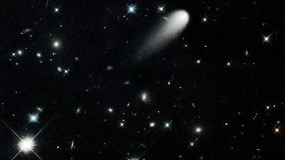 http://lci.tf1.fr/science/nouvelles-technologies/comment-voir-ison-annoncee-comme-la-comete-du-siecle-8317395.html?xtor=EPR-1-2117641[--4346--%209h00%20L%27info%20-%20MYTF1News%20101901]-20131123-146086882@1-20131123090000