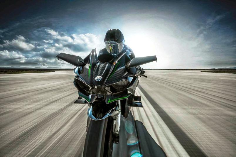 Kawasaki Ninja H2R . . monster dari Kawasaki dengan tenaga 300 Hp ini akhirnya tidak bisa dijual di Indonesia