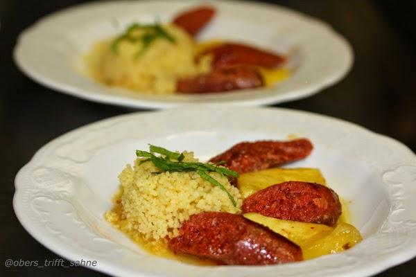 Merguez mit Couscous und süß-scharfer Oragensauce