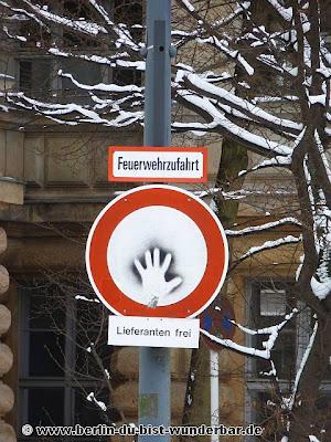 streetart, berlin, kunst, graffiti, verkehrsschild, sign