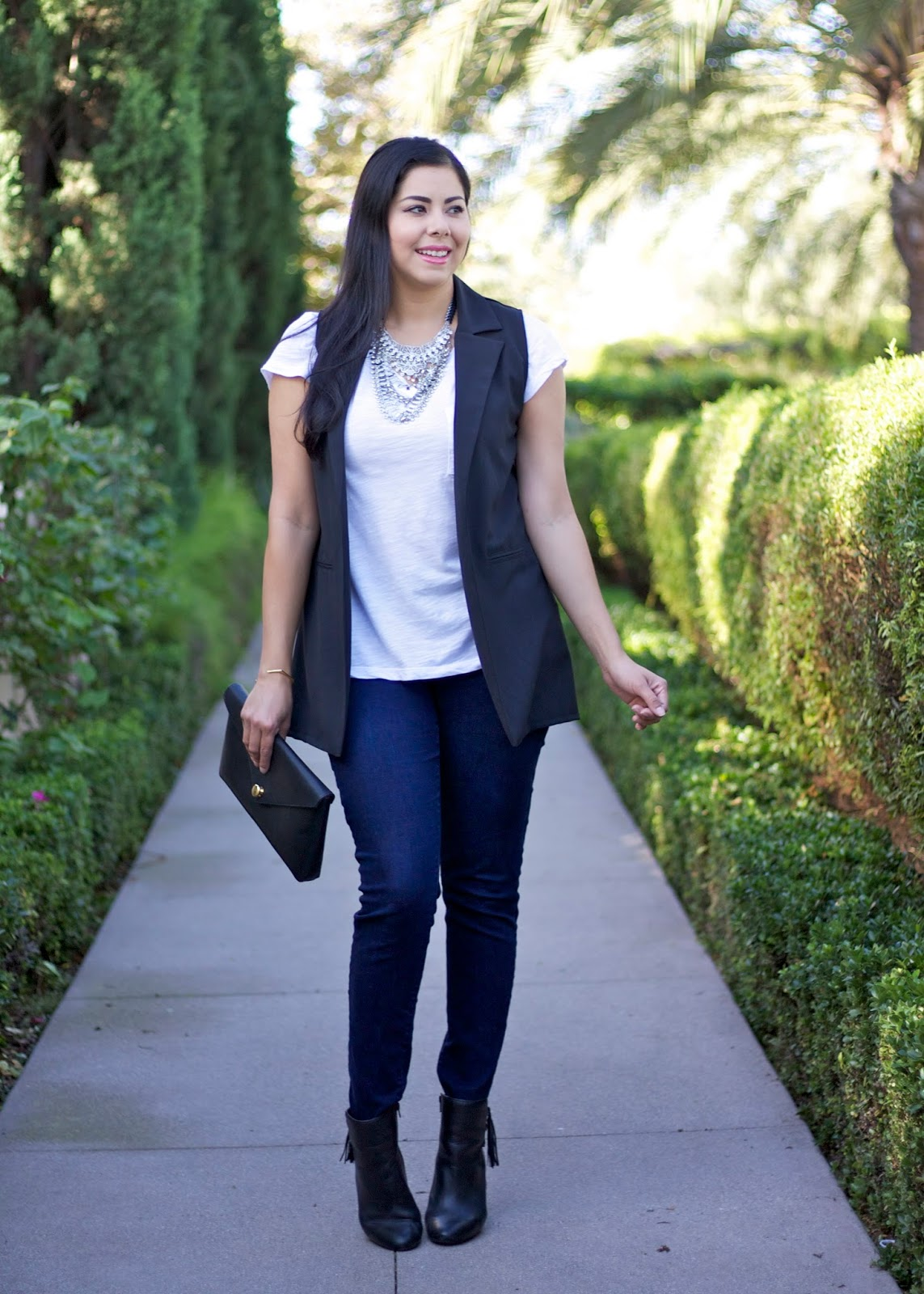 how to wear a statement necklace, silver statement necklace, forever21 statement necklace, white tee in a chic outfit
