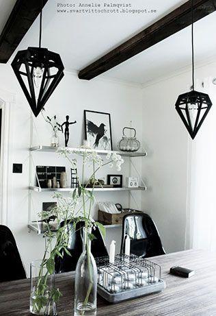 Döden lampor, lampa, taklampa, taklampor, tvåfota design, design, designlampa, designlampor, svarta diamantlampor, diamantlampa, kökslampa, kök, köket, kökslampor, hängande lampa, bordslampa, bordslampor, inredning, webbutik, webbutiker, webshop,