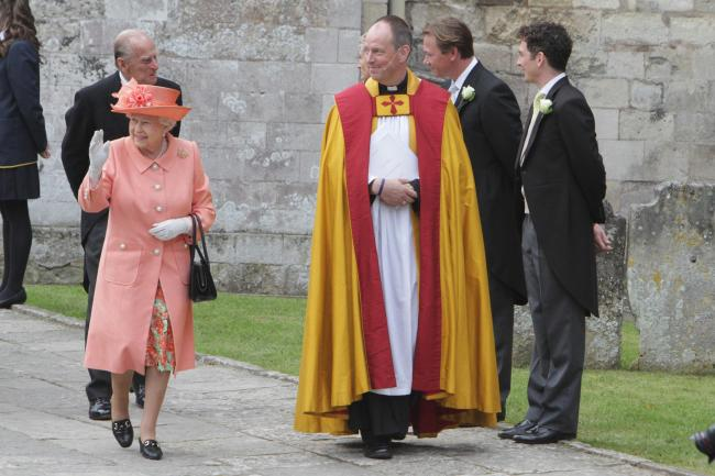 QUEEN ATTENDS WEDDING IN HAMPSHIRE