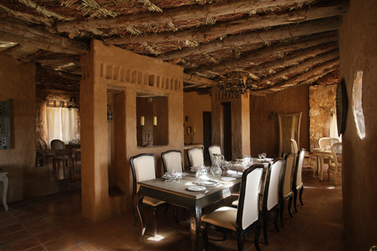 Safari Fusion blog | Desert oasis | Saharan architecture with classic modern furnishings at Al Tarfa Desert Sanctuary, North Africa