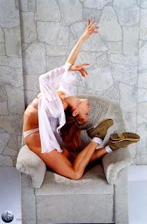 Twerking blondes - rs-09-797251.jpg