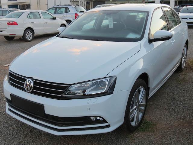 Novo VW Jetta 2015 - branco