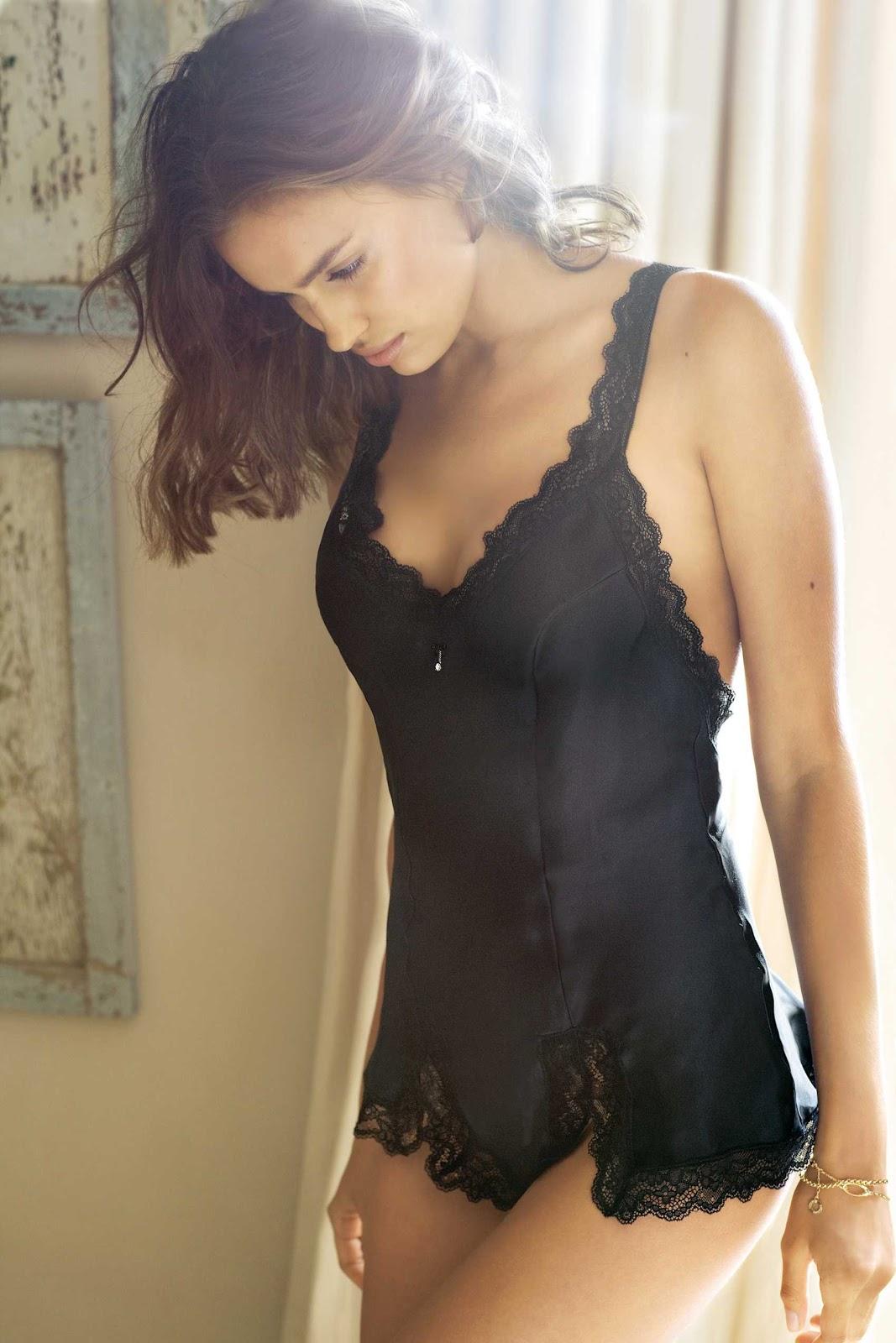 http://2.bp.blogspot.com/-h2A621hZsNk/TnJYkXBNzYI/AAAAAAAAAkk/zc8WXC5ImMs/s1600/Hot-Irina-Sheik-7.jpg