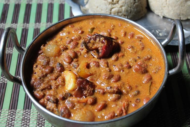 Thatta Payir Kuzhambu Recipe / Karamani Kara Kuzhambu Recipe