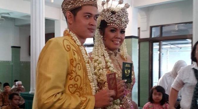 foto pernikahan Elly Sugigi dan Rezky Aditya KW
