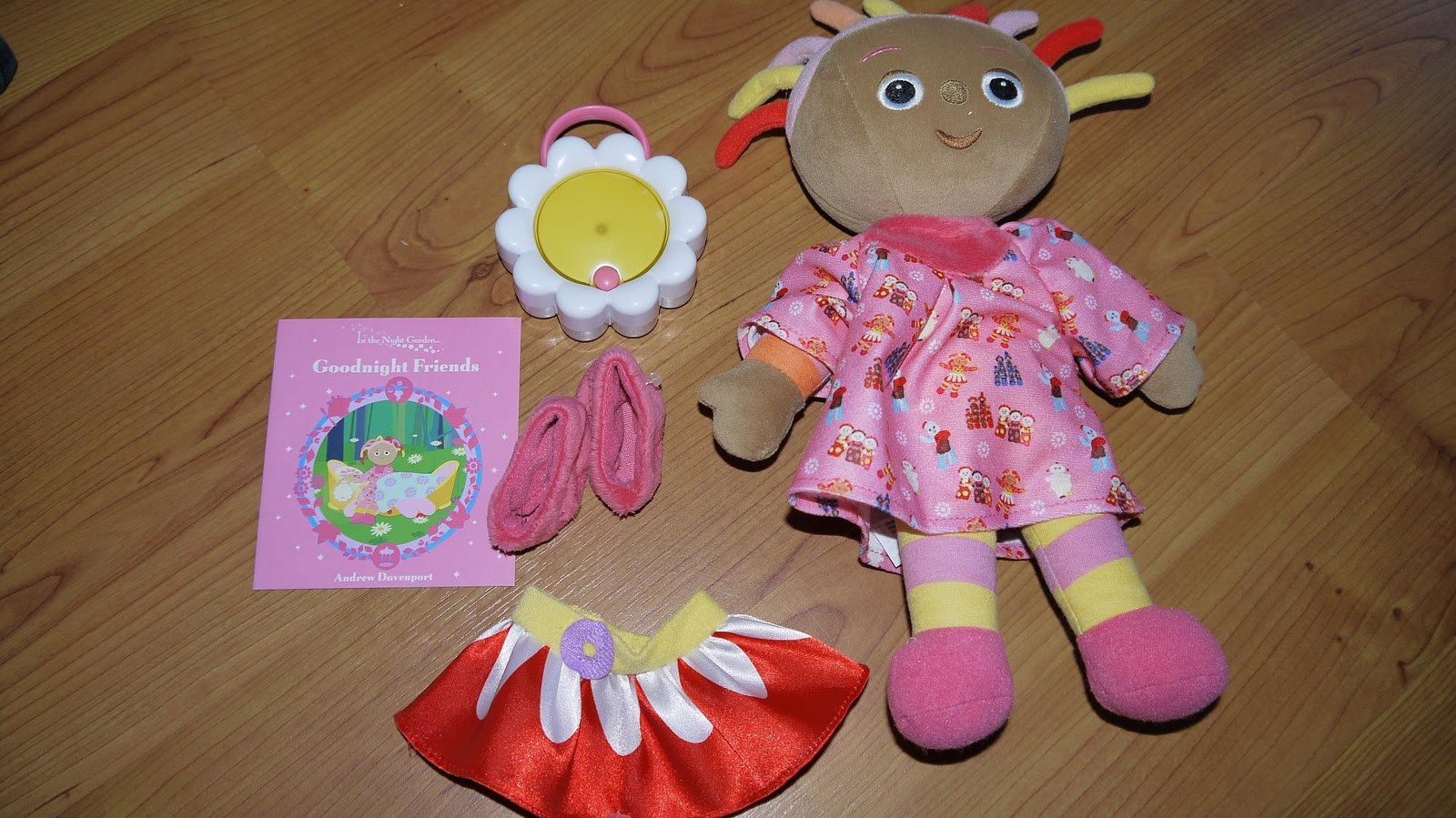 Knitting Pattern For Upsy Daisy : Inside the Wendy House: Goodnight Friends Upsy Daisy Review