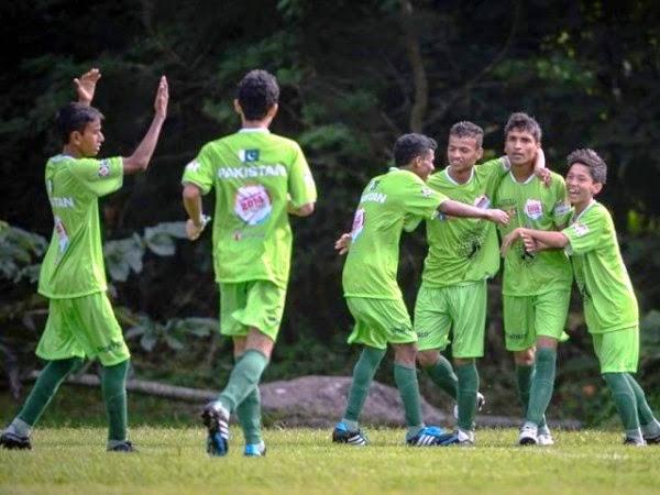 street-children-football-worldcup-pakistan