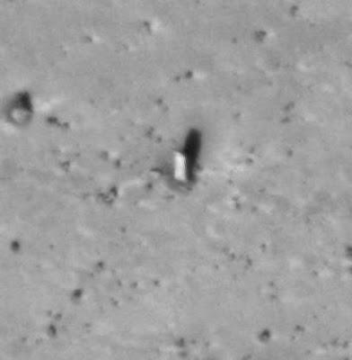 Extrañas fotografías de Marte - extraño monolito