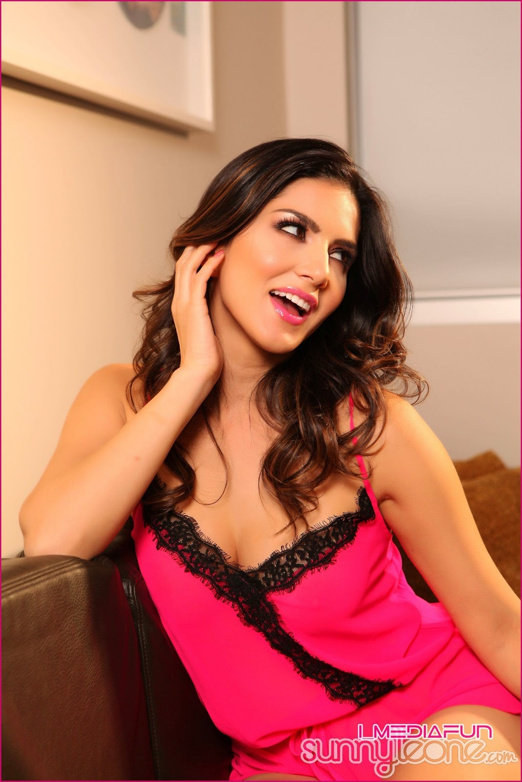www.CelebTiger.com+Indian+Nude+Actress+Sunny+Leones+Pretty+in+Pink+(08+JUNE+13)++(3) Sunny Leone Showing Her Big Round Boobs And Juicy Pussy HQ Photo Gallery