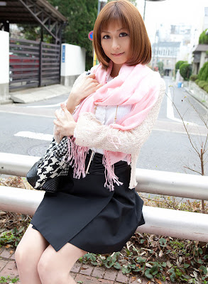 Akari Asahina Beautiful Seen Wearing Mini Skirts