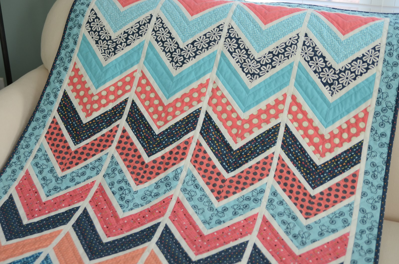 Hyacinth Quilt Designs: Baby Chevron Quilt : chevron quilt patterns - Adamdwight.com