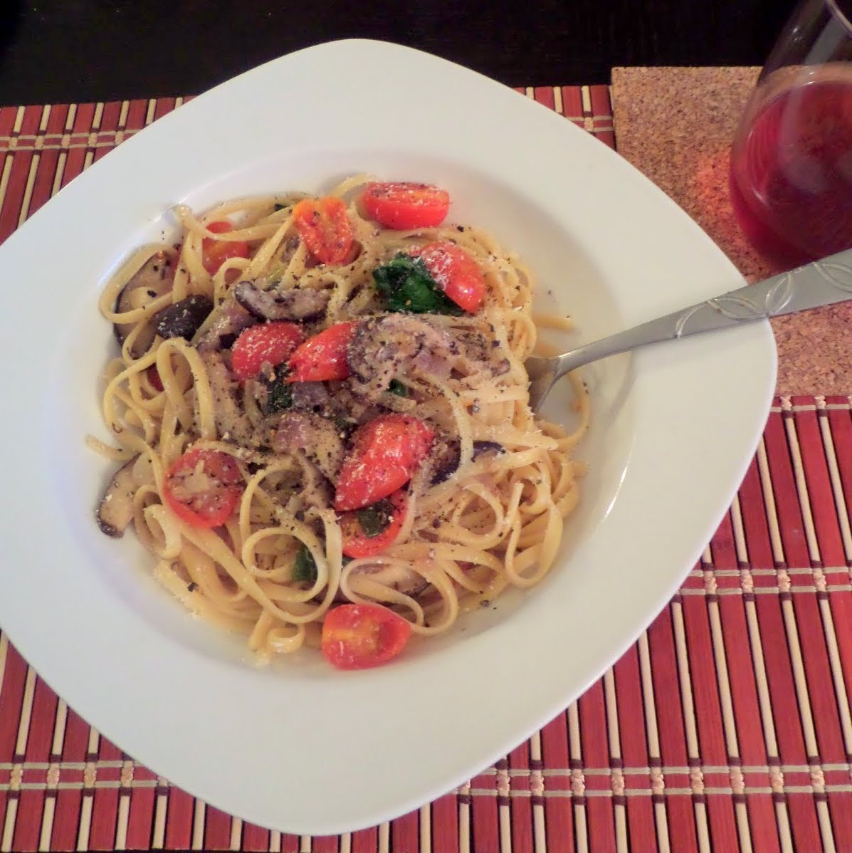 Mushroom Spinach Tomato Pasta:  Linguine noodles in a light white wine and garlic sauce tossed with mushrooms, spinach and grape tomatoes.