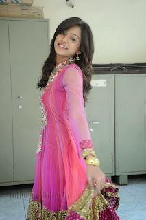 Vithika Sheru Gorgeous Pictures Gallery 013