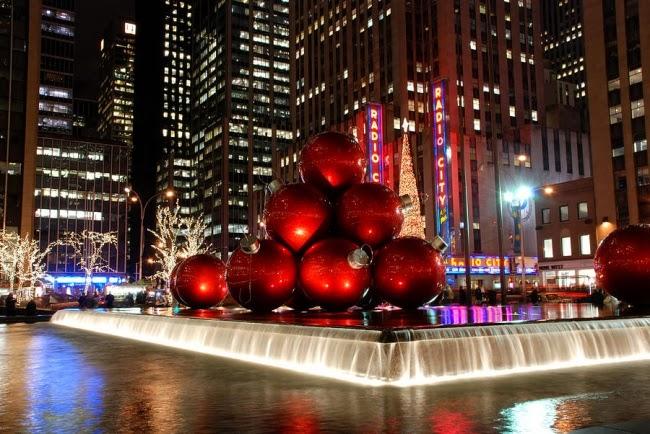 Плавающие шары в Нью-Йорке