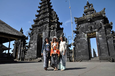 Miss World participant photographed in Penataran Agung, Miss World in Bali, Miss World 2013 in Bali