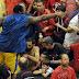 «Ντου» Σχορτσανίτη στην εξέδρα και επίθεση σε οπαδούς! (video)