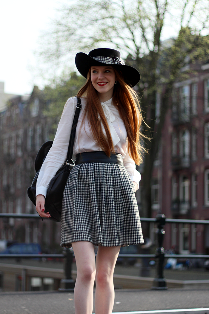 Fashion blogger outfit Eudia hat wide brim houndstooth red hair Dutch chique bow blouse