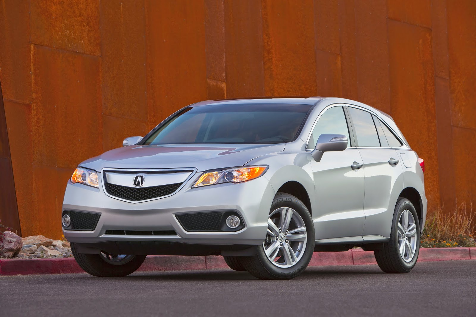 Front 3/4 view of the 2014 Acura RDX