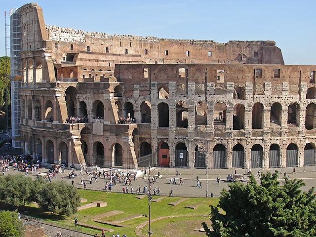 L'extérieur du Colisée de Rome