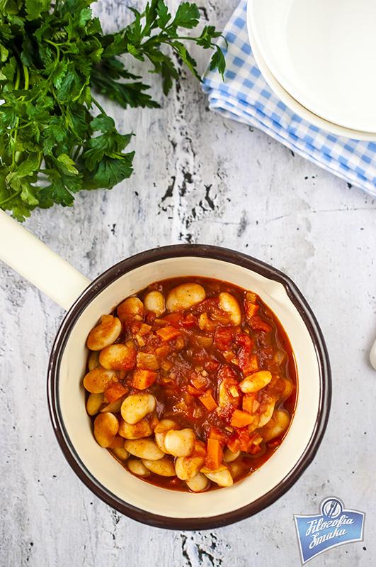 Pilaki fasola w sosie pomidorowym