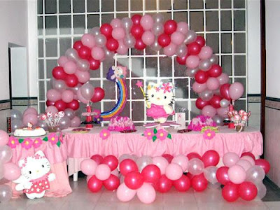 DECORACION CON GLOBOS HELLO KITTY by decoracionesparafiestasinfantiles.blogspot.com/