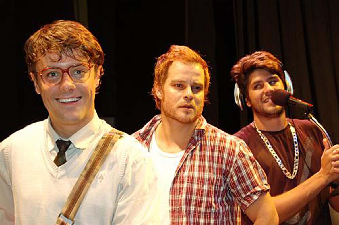 http://2.bp.blogspot.com/-h4beShsi4Sw/TfDT0kS3XKI/AAAAAAAACRA/8NUtqN13hA8/s1600/Teatro+-+Fica+Frio.jpg