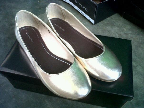 Aneka model sepatu sandal wanita murah,wanita model Gold Smoot