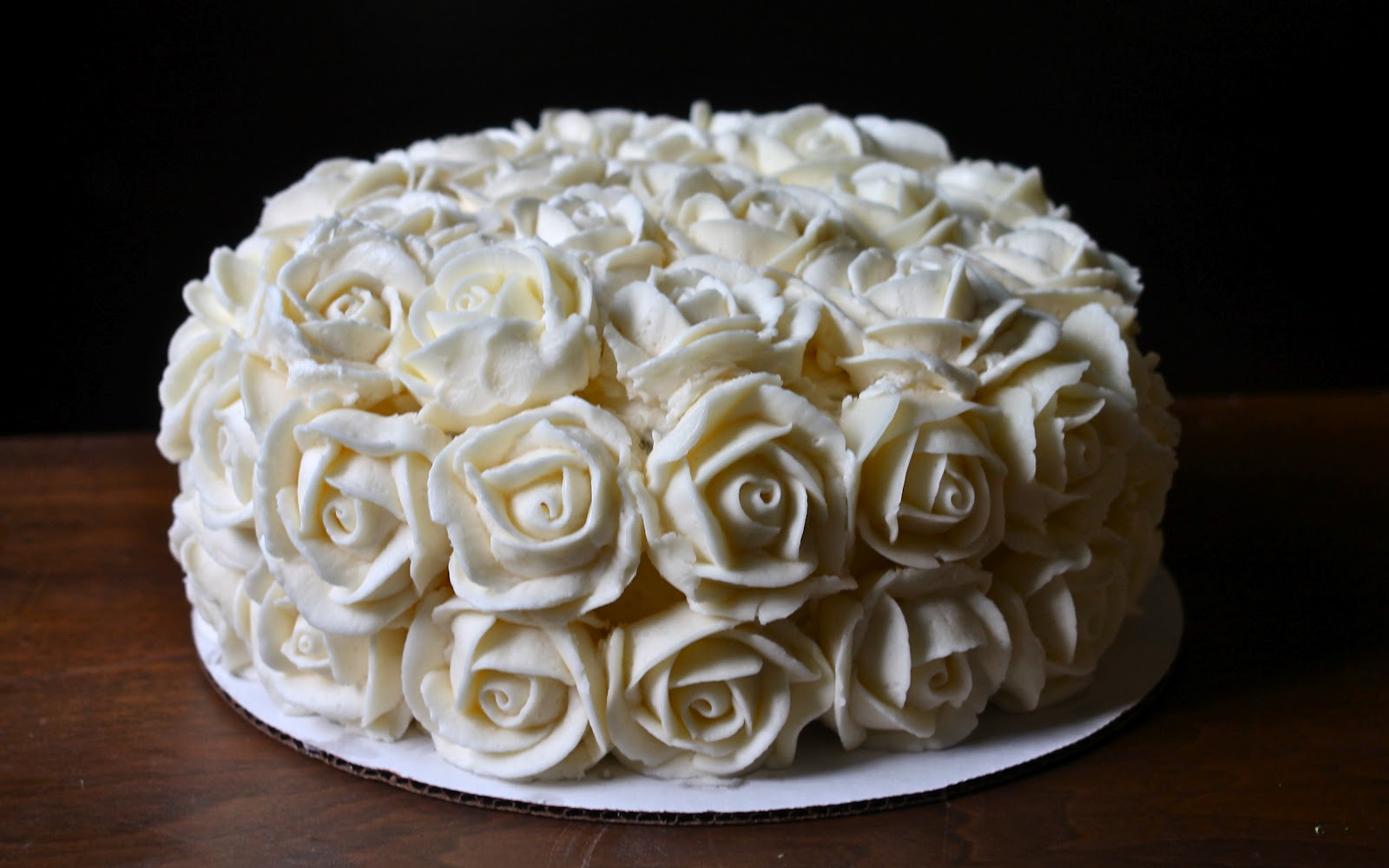 Cake With Roses Buttercream : Yammie s Noshery: Buttercream Roses With Video Tutorial