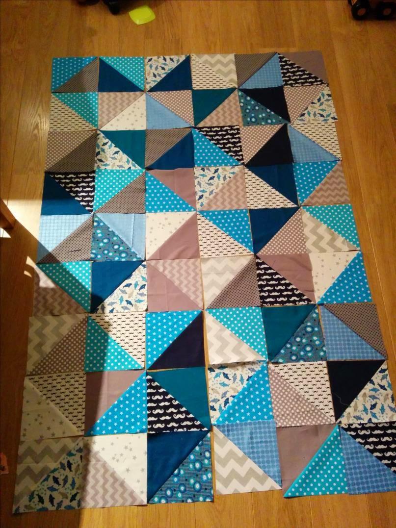 laisse luciefer tuto plaid patchwork triangles. Black Bedroom Furniture Sets. Home Design Ideas