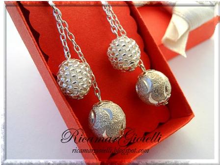 orecchini sfere ricoperte di perline in peyote