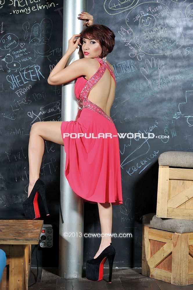 Foto Artis dan Model Majalah Popular . Model seksi dan cantik Roro ...