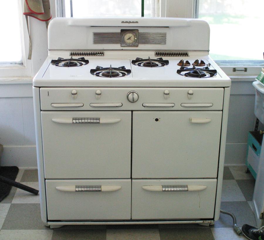 Accidental Kitchen Remodel: Vintage Stove