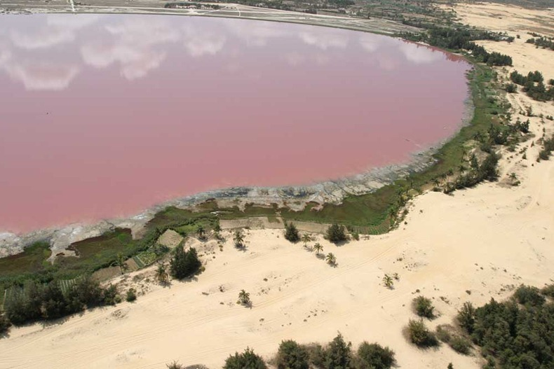how to get to lake retba