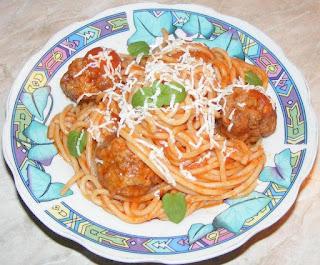 spaghete, chiftele, chiftelute, spaghete cu chiftele marinate, spaghete cu chiftele si sos, retete culinare, retete de mancare, retete cu paste, preparate din paste, paste cu sos, paste cu carne, spaghete cu sos, chiftele cu sos si spaghete, chiftelute marinate, food, recipes,