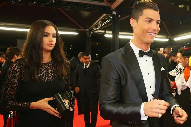 Christiano Ronaldo Naked Shirtless together with Staring  petition moreover Oscar Chelsea Celebration likewise Red Hot Kylie Minogue Spreads Christmas Cheer 2014 11 20 1 likewise Encontrosetrocadecasais blogspot. on oscar dos santos with his friend