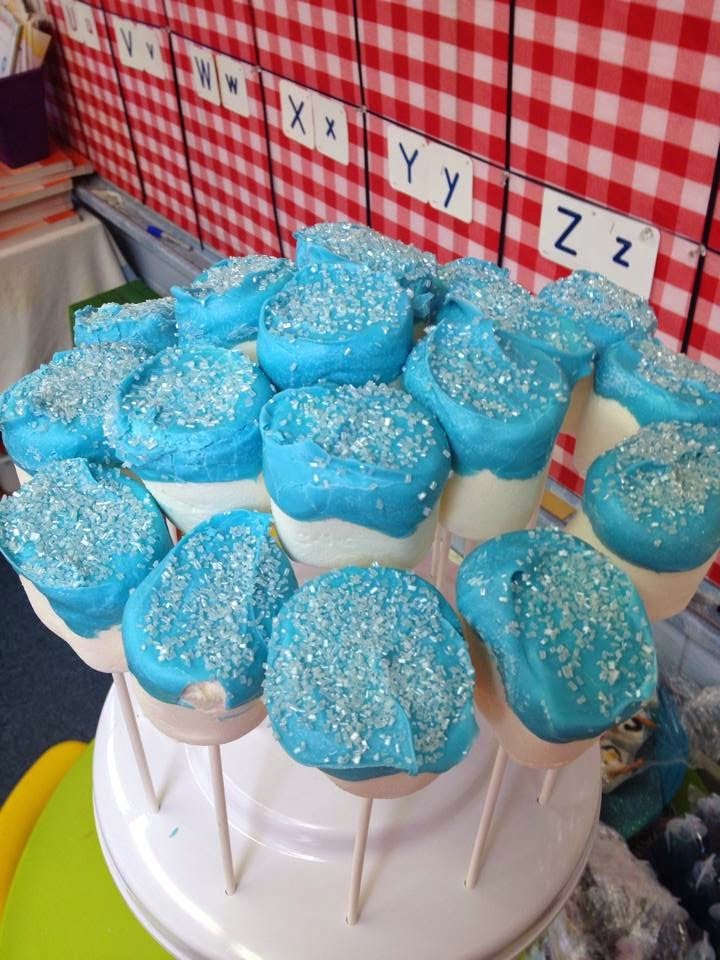 http://sharingwithmysisters.blogspot.com/2014/10/frozen-themed-party-snacks-snowball.html